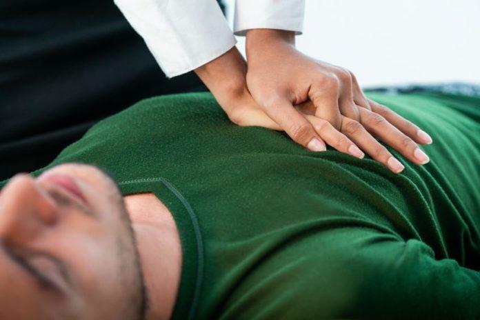 faire massage cardiaque